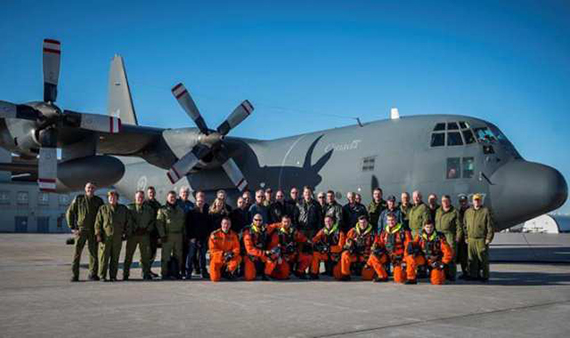 Crew with the CC-130E Hercules, ahead of its last flight (photo courtesy of RCAF)