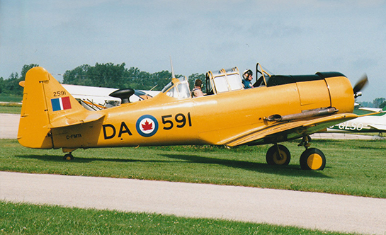 CHAA pilot Dave Martin arrives in beautifully restored Harvard Mk 2 C FMTA owned by Alf Beam of Fort Erie